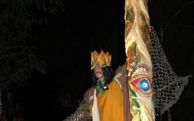 Der Erschaffer des Waldkönigs mit dem Objekt