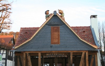 Auf dem Dach des neuen Calbacher Backhauses